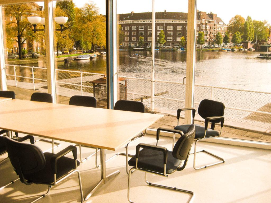 Vergaderlocatie met zicht op het water in Amsterdam Zuid