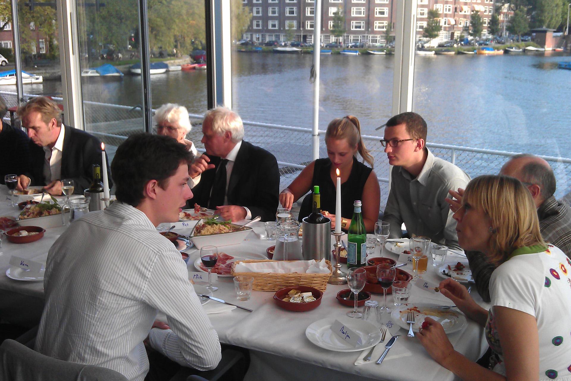 Diner met uitzicht op het water in de Amstelzaal
