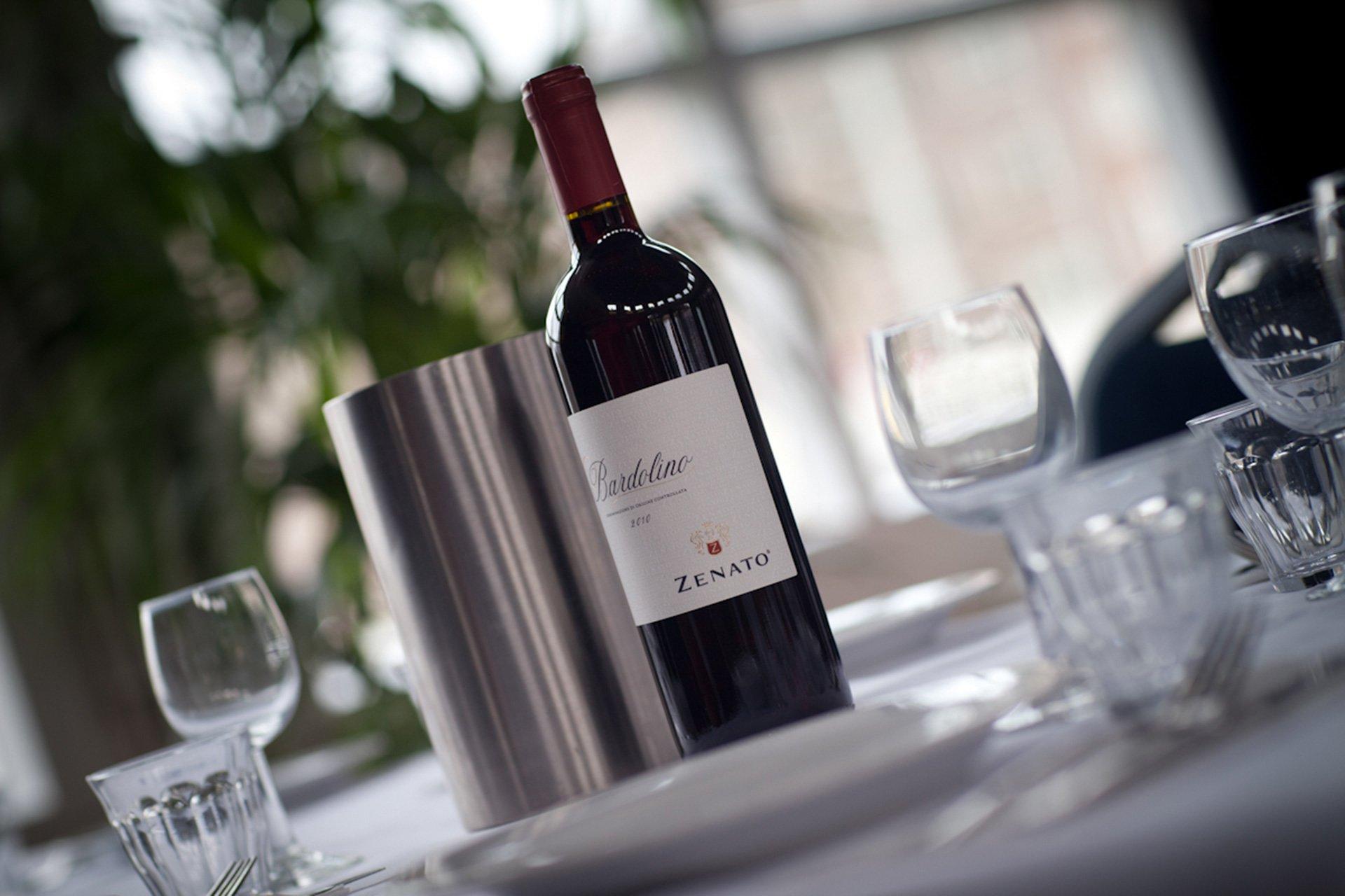 Rode wijn op tafel bij de Amstelzaal